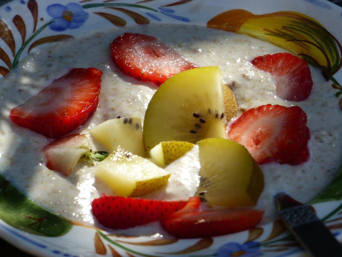 Healthy buckwheat and linseed porridge with banana and fruit.